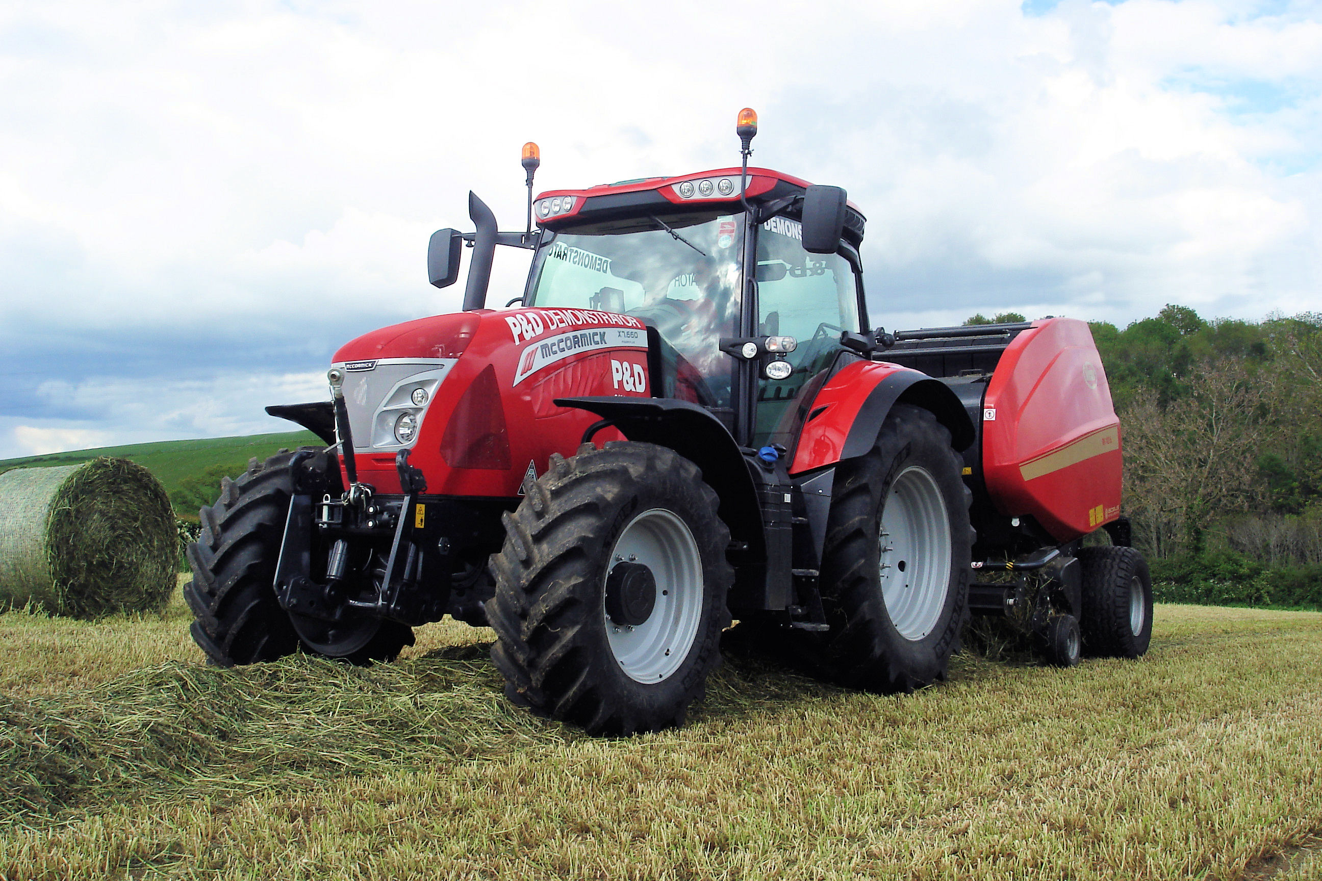 http://www.grasslandevent.co.uk/content/uploads/2014/05/McCormick-X7.660-Vicon-RV-4216-Baler-Pic-7a.jpg